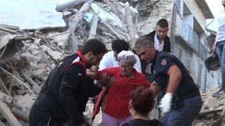 عشرات القتلى في زلزال يضرب وسط ايطاليا