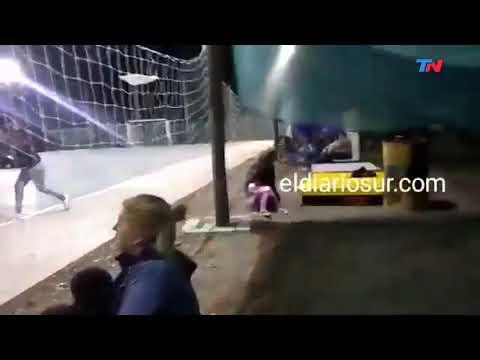 Jugaban al fútbol y quedaron en medio de un tiroteo
