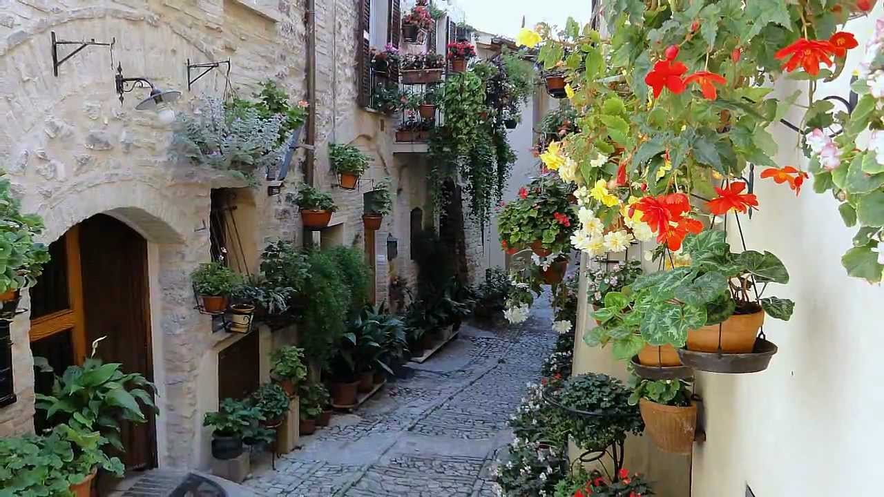 Spello e dintorni umbria italy youtube for Mobili 4 spello