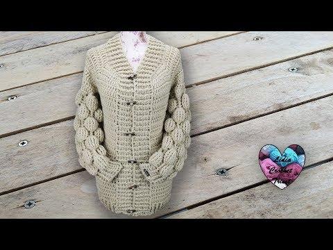 Cardigan boules crochet