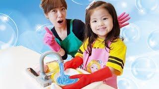 엄마를 도와서 집안일을 열심히 해요!! 서은이의 착한일 똘똘이 설거지 콩순이 초콜렛 만들기 Making Chocolate Toys for Kids