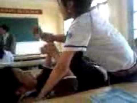 Nữ sinh sàm sở nam sinh ở trường Phan Bội Châu(Sơn Hòa)