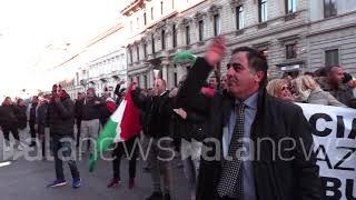 Milano, ambulanti in piazza contro Area B
