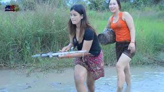 Beautiful Girl Fishing At Siem Reap Cambodia - Khmer Net fishing - How to catches Fish By Shoot Fish
