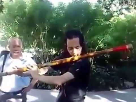AWESOME STREET MUSICIAN - CHINESE BAMBOO FLUTE