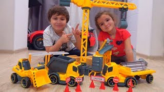 Funny Kids купили САМЫЙ БОЛЬШОЙ Конструктор! Unboxing and assembling the GIANT Construction for kids