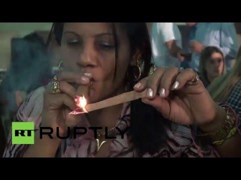 Cuba: Cigar aficionados puff to produce longest unbroken ASH trail