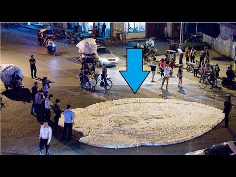 Benda Putih ini Muncul Tiba-Tiba di jalanan! 5 Video Kejadian Aneh yang Sulit Dijelaskan!