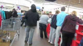 Repeat youtube video Black Friday 2013: Walmart threatened to arrest me for trespassing.
