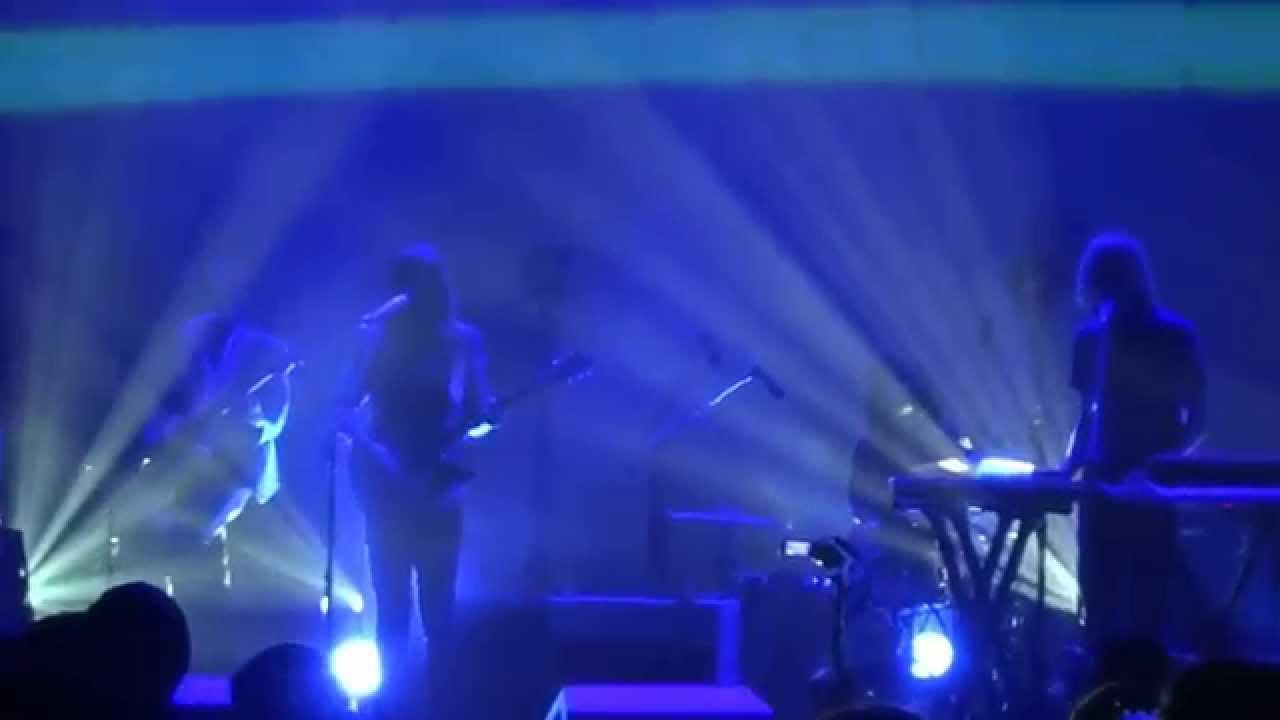 tame-impala-be-above-it-live-beacon-theater-nyc-110914-catracha-escobar