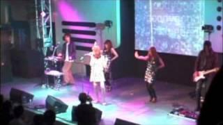 2010年5月22日に渋谷duo MUSIC EXCHANGEで行われたE-TRiPPER5のライブ映...