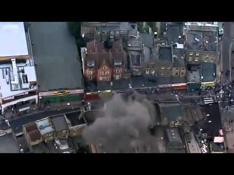 Europe - UK - Peckham, London - 20110808 - Shops ablaze (BBC).
