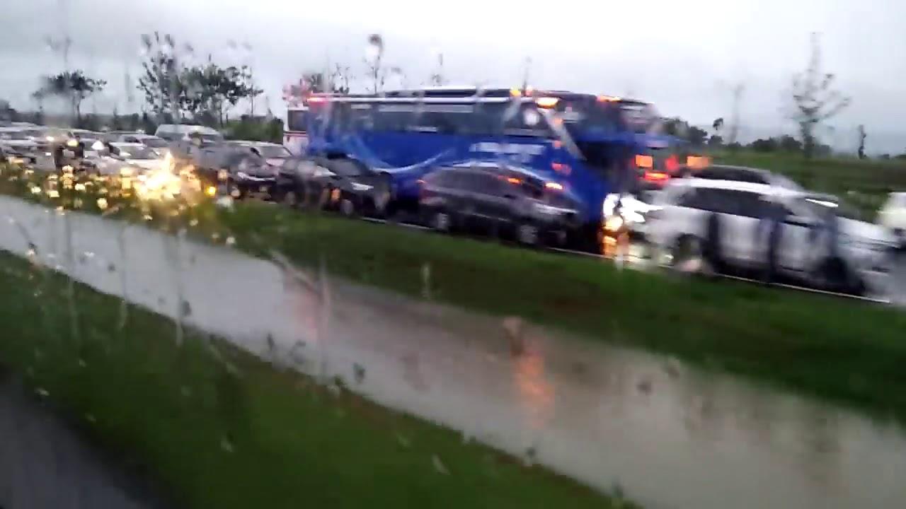 Tol Cipali KM 136 Diterjang Banjir Bandang - YouTube
