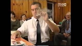 Polski policjant pokazuje jak rozpalić lufkę