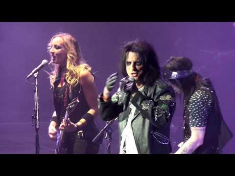 Alice Cooper - Nita Strauss Guitar Solo/Poison live @ Wiener Stadthalle Vienna 2017 HD