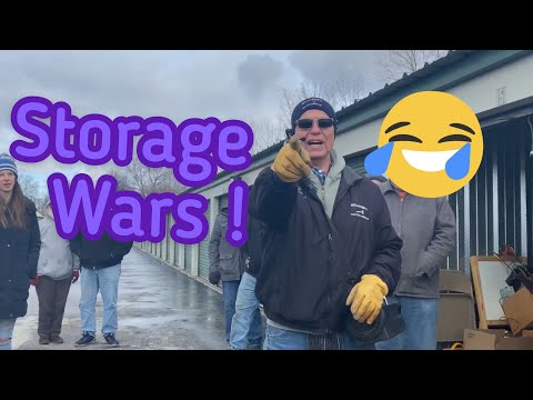 LIVE Storage Wars! Storage Legends Go To TOLEDO Ohio ! A Car ? A Guitar ? What Is Going On Here!