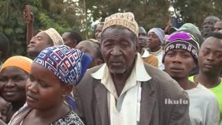 Rais Dkt.Magufuli alivyosimamishwa na kuongea na Wananchi akielekea Tanga Mjini Agosti 3,2017