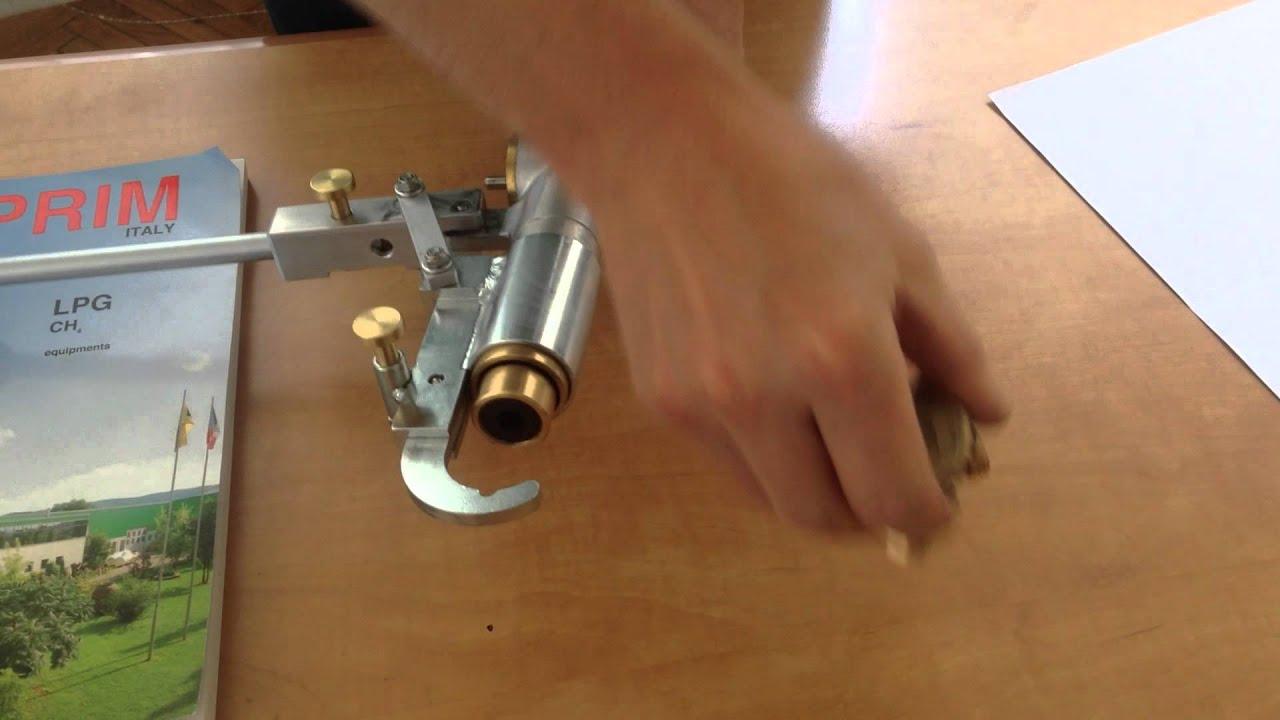 Струбцина механическая под вентиль баллонный тип ВБ2 - YouTube
