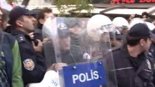 """Протесты в Стамбуле: турки требуют освободить журналистов газеты """"Республика"""""""