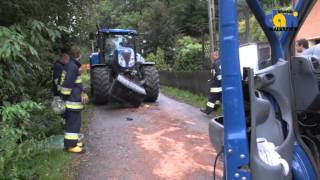 13 osób w szpitalu po zderzeniu busa z ciągnikiem rolniczym