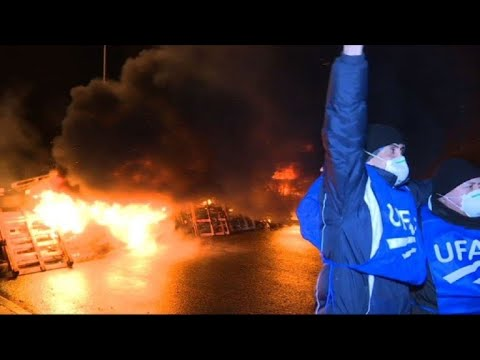 Protest in front of French jail after strike called by guard