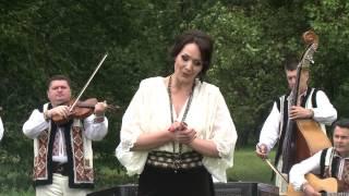 """""""La fîntîna de la poartă"""" Anişoara Puică şi orchestra """"Lăutarii"""", prim-dirijor Nicolae Botgros"""