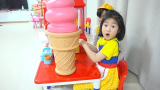 Boram and Dad pretend play selling ice cream