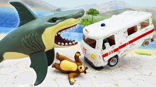 Мультики для детей с игрушками - Монстр! Игрушечные видео про скорую помощь Герои в масках и Мишку