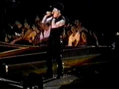 U2 - The Edge. Karaoke Popmart 1997 New Jersey
