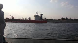 قناة السويس الجديدة:أنتظار معدية نمرة 6 حتى مرور السفن بقناة السويس