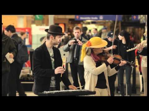 Staged Flashmob – Carmina Burana am Westbahnhof Wien   Volksoper Wien