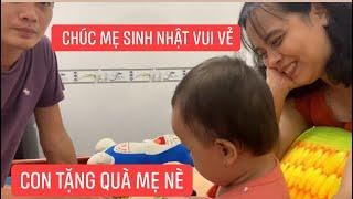 Con gái rượu Khương Dừa tặng quà sinh nhật cho mẹ, con trai thì quay clip cho mẹ