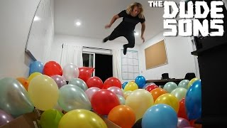 Download Video Balloon Belly Flop Challenge - The Dudesons MP3 3GP MP4