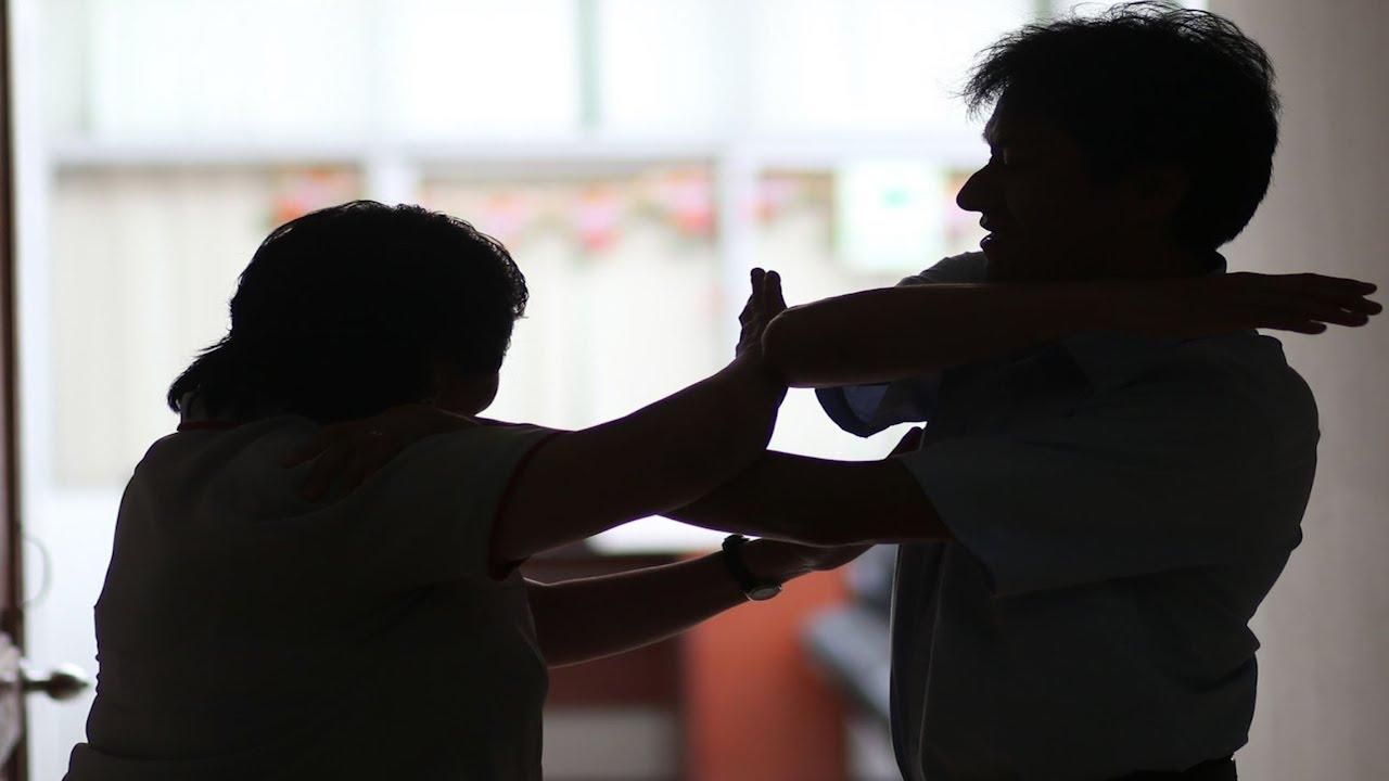 Qué hacer si eres víctima de violencia familiar? - YouTube