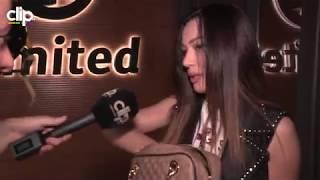 Iznenadićete se kad budete videli koliko novca poznata pevačica drži u torbi