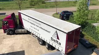 Keren vrachtwagen op eigen terrein