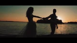 Очень красивая свадебная церемония на пляже.