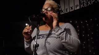 Fly Moon Royalty - Read My Lips (Live on KEXP)