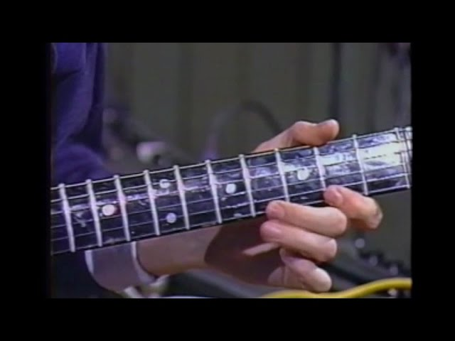 Brian May — How to play Dead On Time on guitar