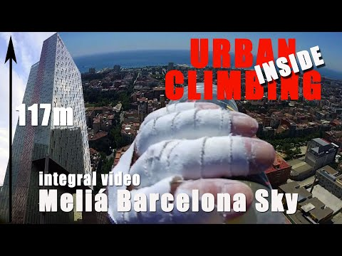 the french spiderman climb Sky Melia Barcelona