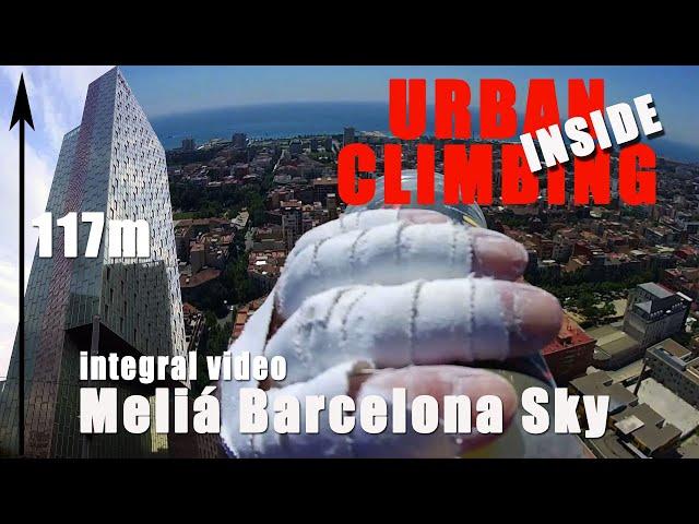 the french spiderman climb Sky Melia Barcelona