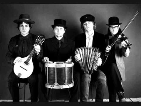 Music video The Raconteurs - Pull This Blanket Off