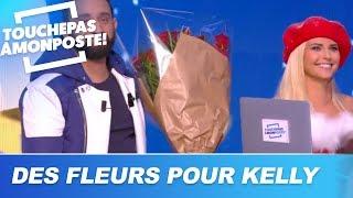 Kelly Vedovelli reçoit un bouquet de fleurs de la part de Gad Elmaleh