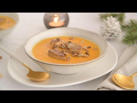 recette-facile-de-velouté-d'hiver,-éclats-de-foie-gras-aux-épices-de-noël