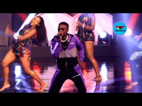 Tiwa Savage, Wizkid perform 'Ma lo' at 2017 CAF Awards