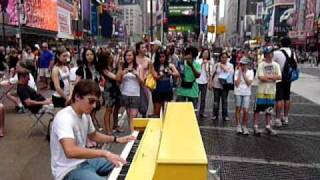 Silvan's boogie in the middle of Times Square
