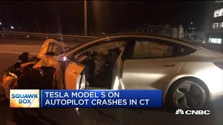 Tesla Model S on autopilot crashes into a police vehicle in Connecticut