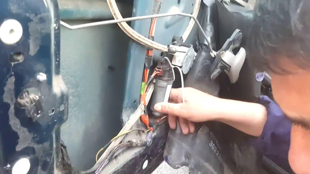 Как отремонтировать стеклоподъемник в Chrysler Voyager