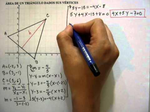 Área de un triángulo utilizando ecuación de la recta y distancia entre punto y recta