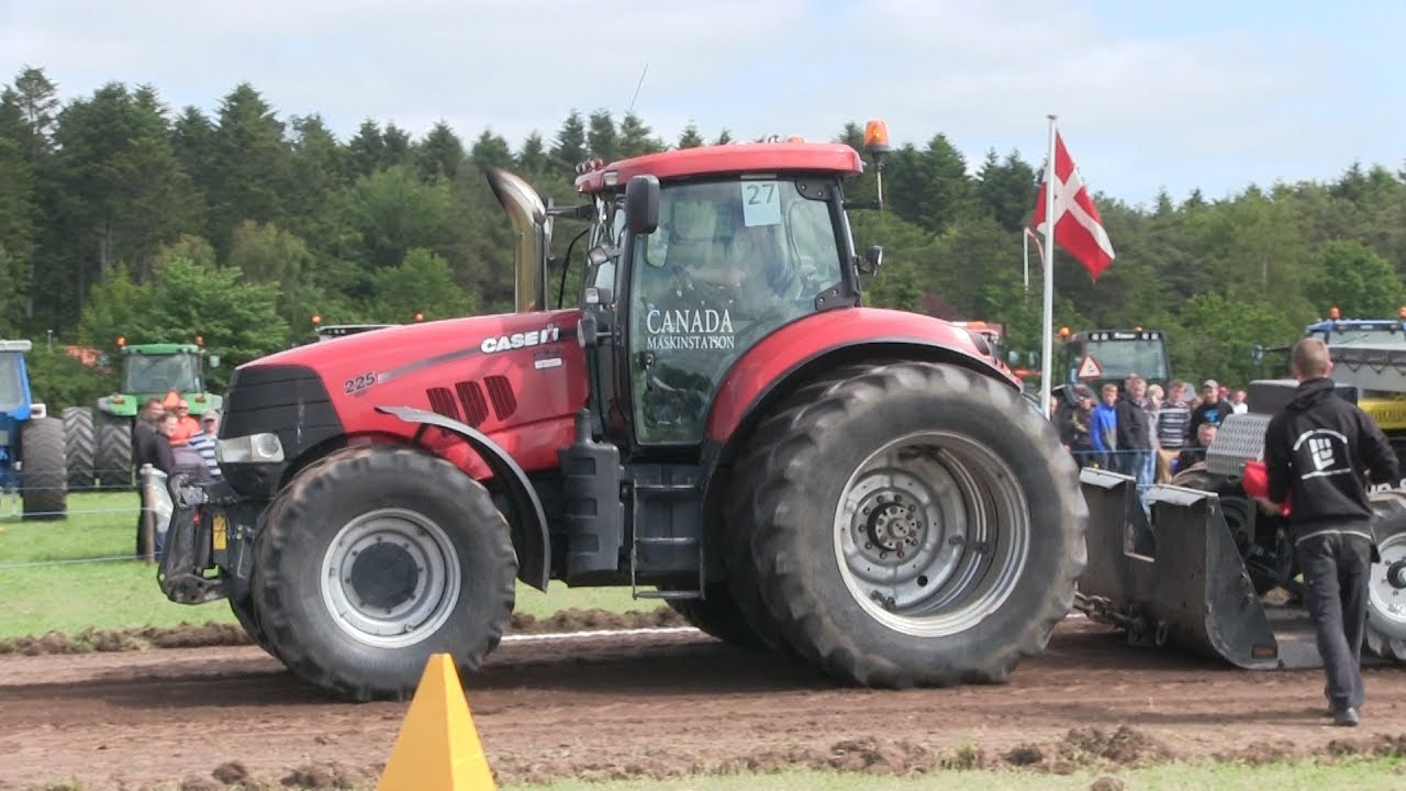 Case Ih Pulling Tractors : Two case ih doing some massive tractor pulling a day
